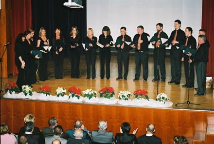 Pevke in pevci Komornega zbora Limbar